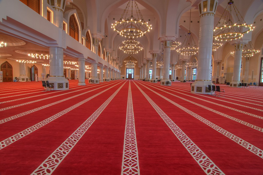 grand_mosque_doha-red_carpet_inside_prayer_hall